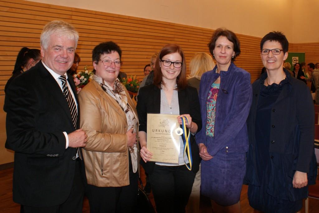 Direktor Schmid, Fachinspektorin Adelheid Scharnagl, Elisabeth Halbmair, Elvira Koch-Strasser, Landesschulinspektorin Susanne Ripper Foto: Privat