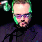 Hillberg betrunken unterm DJ-Pult: Produzent, DJ und Urgestein im Gespräch.