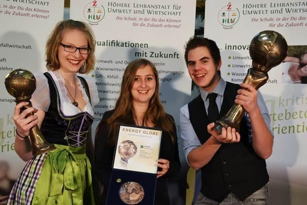 Elisabeth Weber, Christiane Brandstetter und Patrick Sabreff freuten sich für ihre unikate berufsbildende Schule des Zisterzienserstiftes Zwettl über die hohe Auszeichnung. Foto: HLUW Yspertal