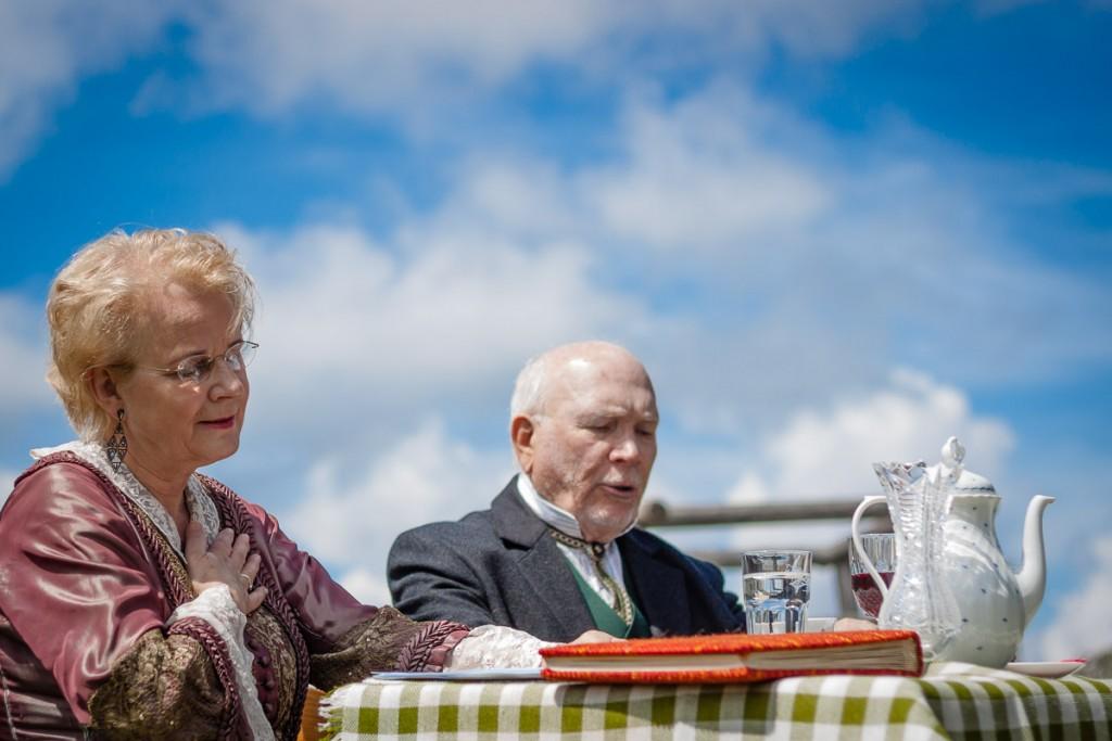 """Das Ehepaar Töpper – Marianne Schragl und Dr. Berthold Panzenböck – sind im Rahmen der """"ORF-Langen Nacht der Museen"""" in der Bruderlade in St. Anton an der Jeßnitz zu Gast. Foto: Rene Jagersberger"""