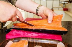 Wie filetiert man Fisch? Das ist einer von mehreren Inhalten des Fischveredelungskurses am Freitag, 13. November. Foto: pictoresk.at