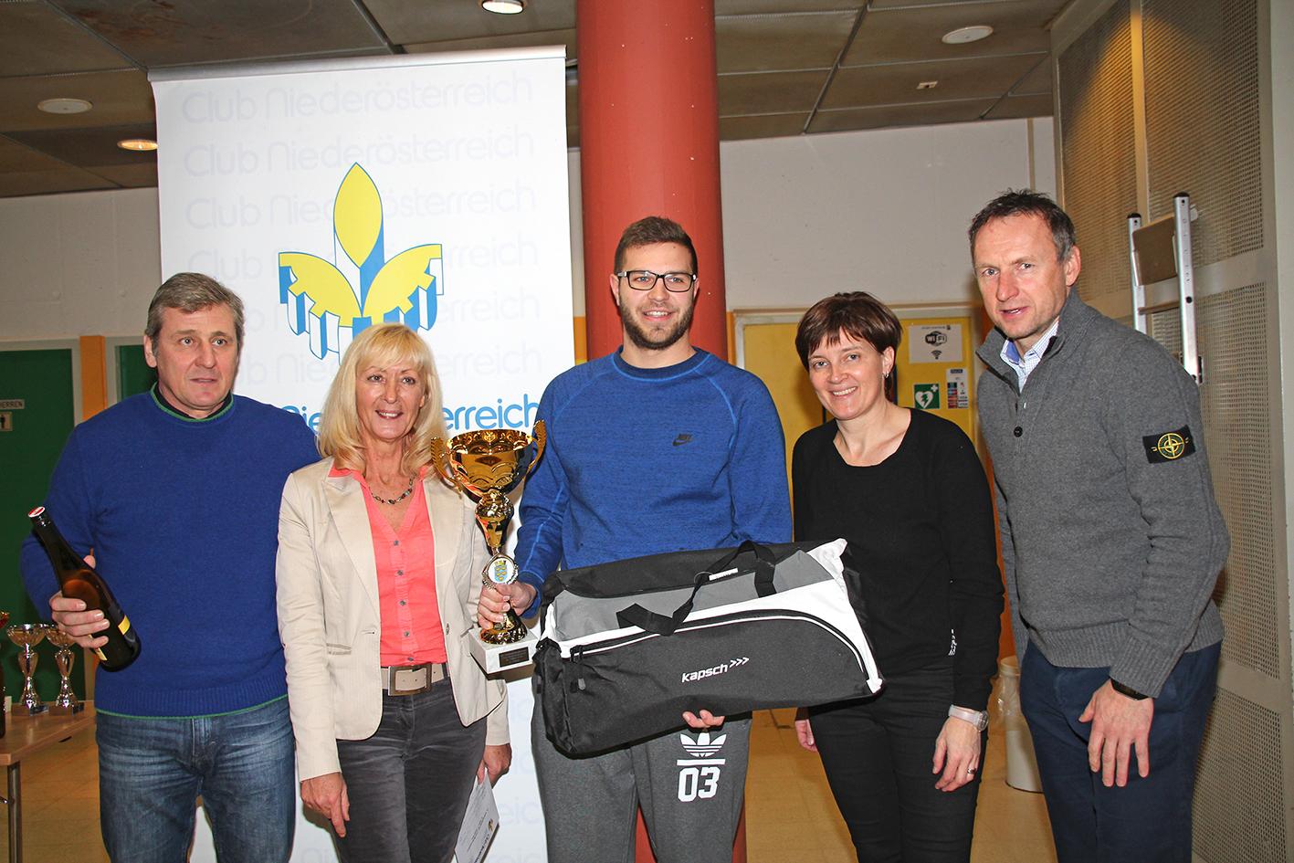 Die Sieger: Ewald Jenisch (Thermokon), Theres Friewald-Hofbauer (Geschäftsführerin des Club Niederösterreich), Fabian Gaida (Thermokon), Beate Schrank (Club Niederösterreich), Toni Pfeffer Foto: Club NÖ