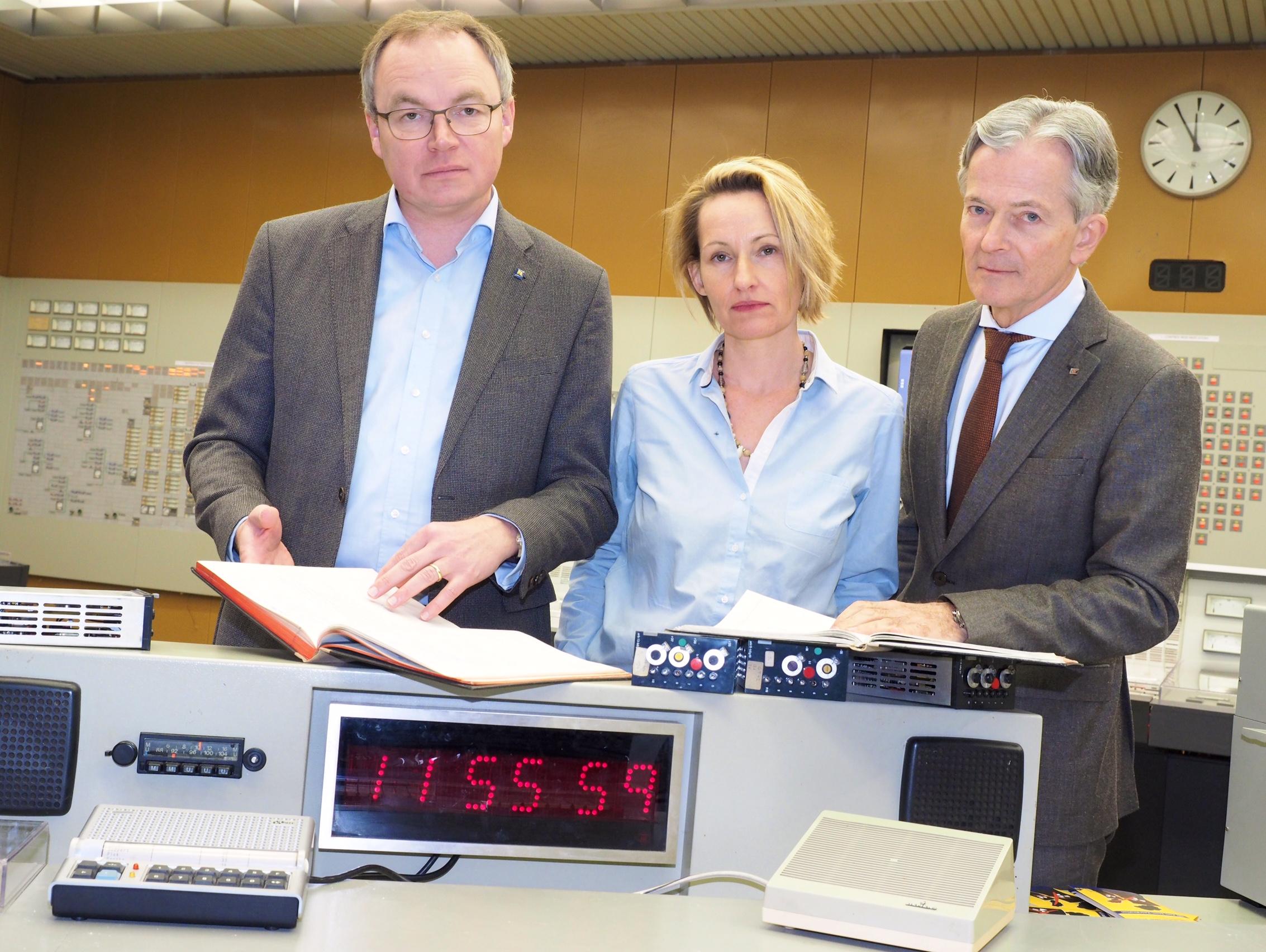 Landesrat Stephan Pernkopf, GLOBAL 2000 Atomexpertin Patricia Lorenz und EVN-Vorstandssprecher Peter Layr Foto: EVN/Gabriele Moser