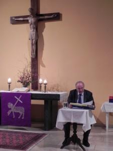 Der evangelische Bischof Dr. Michael Bünker bei einer Lesung am 26.3.2014 in Amstetten Foto: Evang. Gemeinde Amstetten/dihk