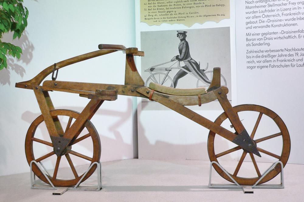 Nachbau einer Laufmaschine von 1817 im Deutschen Zweirad- und NSU-Museum in Neckarsulm Foto: Joachim Köhler
