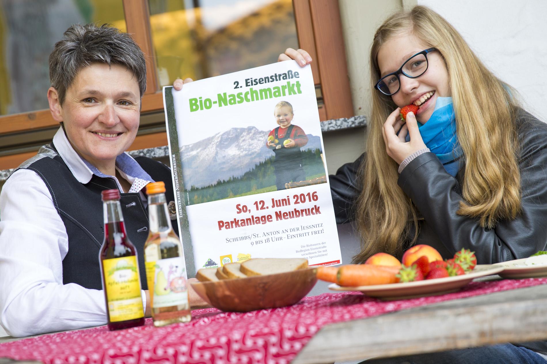 """Leopoldine Adelsberger und Tochter Petra freuen sich auf den """"2. Eisenstraße Bio-Naschmarkt"""" Foto: Theo Kust/imagefoto.at"""