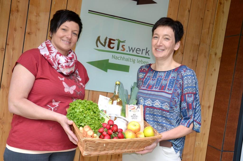 """Roswitha Aigner (l.) und Renate Helm eröffnen ihren Zubau beim """"NETSwerk"""" Gstadt. Foto: eisenstrasse.info"""