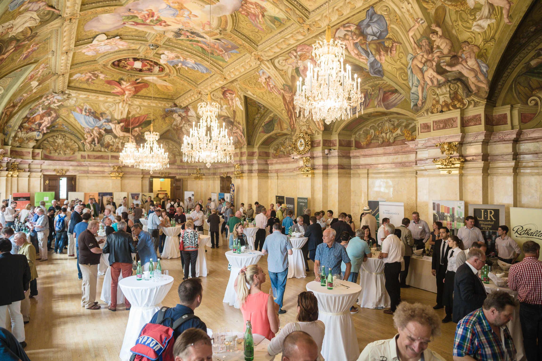 Prächtigster Rahmen für beste Weine: Prunksaal im Palais Niederösterreich in Wien Foto: LWmedia, Florian Schulte