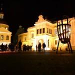 """Schloss Neubruck in Adventstimmung: Premiere für """"Flammende Familienweihnacht"""""""