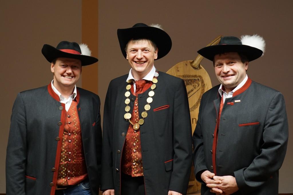 Primus Stellvertreter Michael Oberaigner, Primus Johannes Scheiblauer, Ex-Primus Bernhard Datzberger Foto: Mostsraße