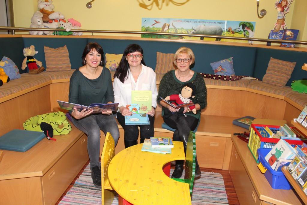 Bildungsgemeinderätin Elisabeth Asanger, Büchereileiterin Sylvia Wiesflecker und Bgm. Ursula Puchebner Foto: Privat