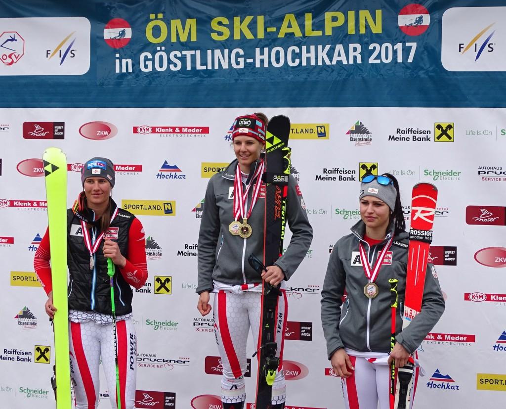 ÖM-Hochkar-RTL-Siegerinnen: Den Riesentorlauf gewann Elisabeth Kappaurer (Mitte) vor Ricarda Haaser (l.) und Nadine Fest (r.) Foto: SC Göstling-Hochkar