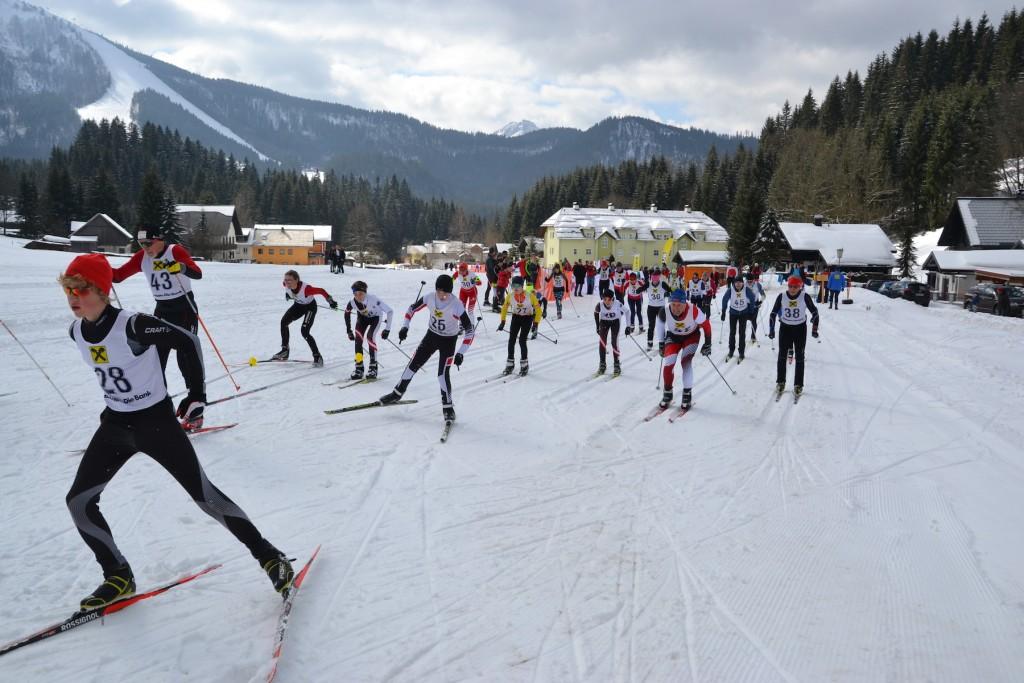 Massenstart beim Finale des Eisenstraße-Langlaufcups in Lackenhof: perfekter Abschluss einer gelungenen Veranstaltungsserie. Foto: eisenstrasse.info