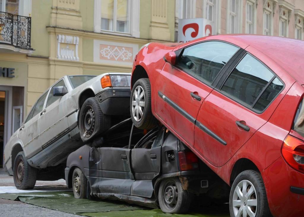 Autowrack-Installation in der Fußgängerzone von St.Pölten am Riemerplatz Foto: NÖ Umweltverbände