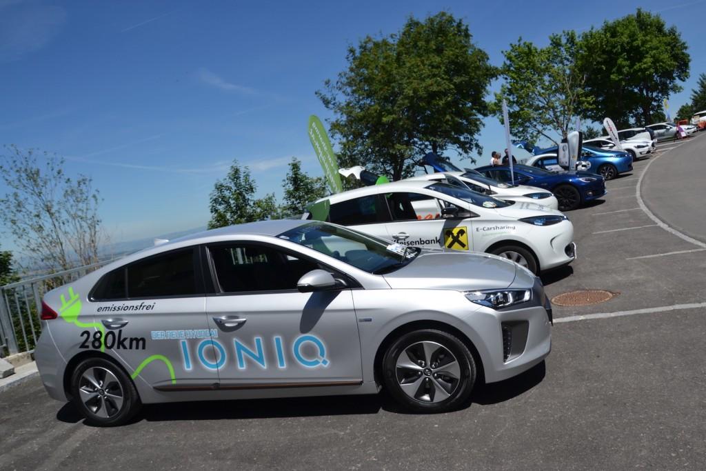Zahlreiche aktuelle E-Auto-Modelle konnten beim Projektabschluss am Sonntagberg getestet werden. Foto: eisenstrasse.info
